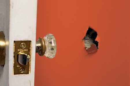 soñar-con-agujeros-en-muebles-y-pared