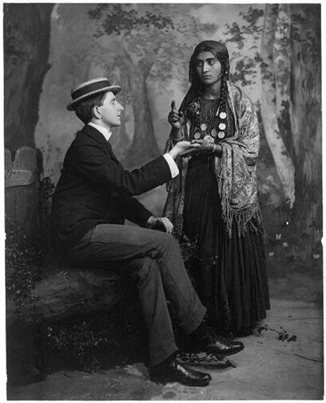 gypsy-woman-reading-mans-palm