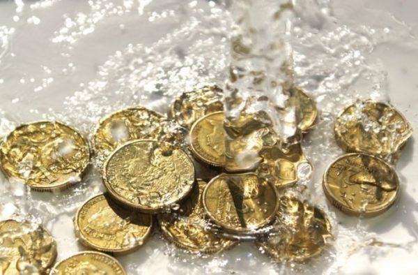 soñar-monedas-en-el-agua