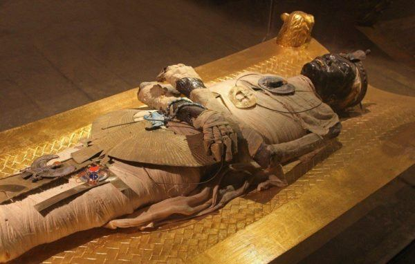 Amuleto de ojo de horus momificacion