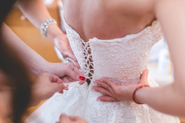 Sonar vestido novia de una amiga