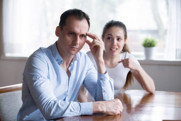 Que significa sonas con ex marido discutiendo