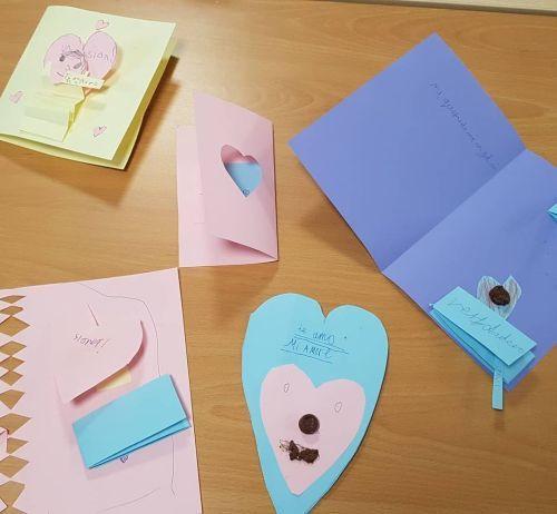 Corazones de cartulina para San Valentín