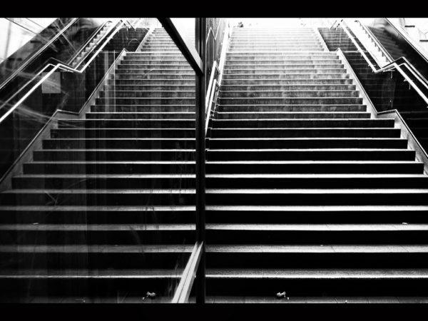 una-escalera-en-nuestros-suenos-soñas-con-una-escalera-amplia