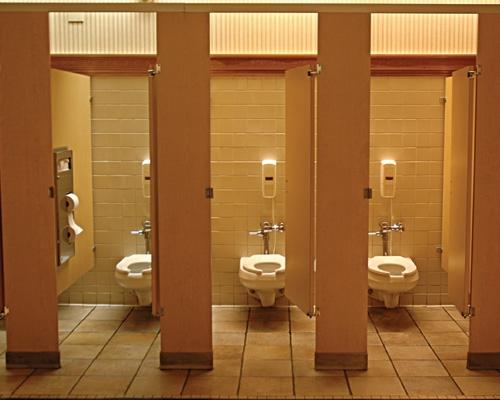 Sonar En Un Baño Orinando:Pincha en la imagen para verla en tamaño real