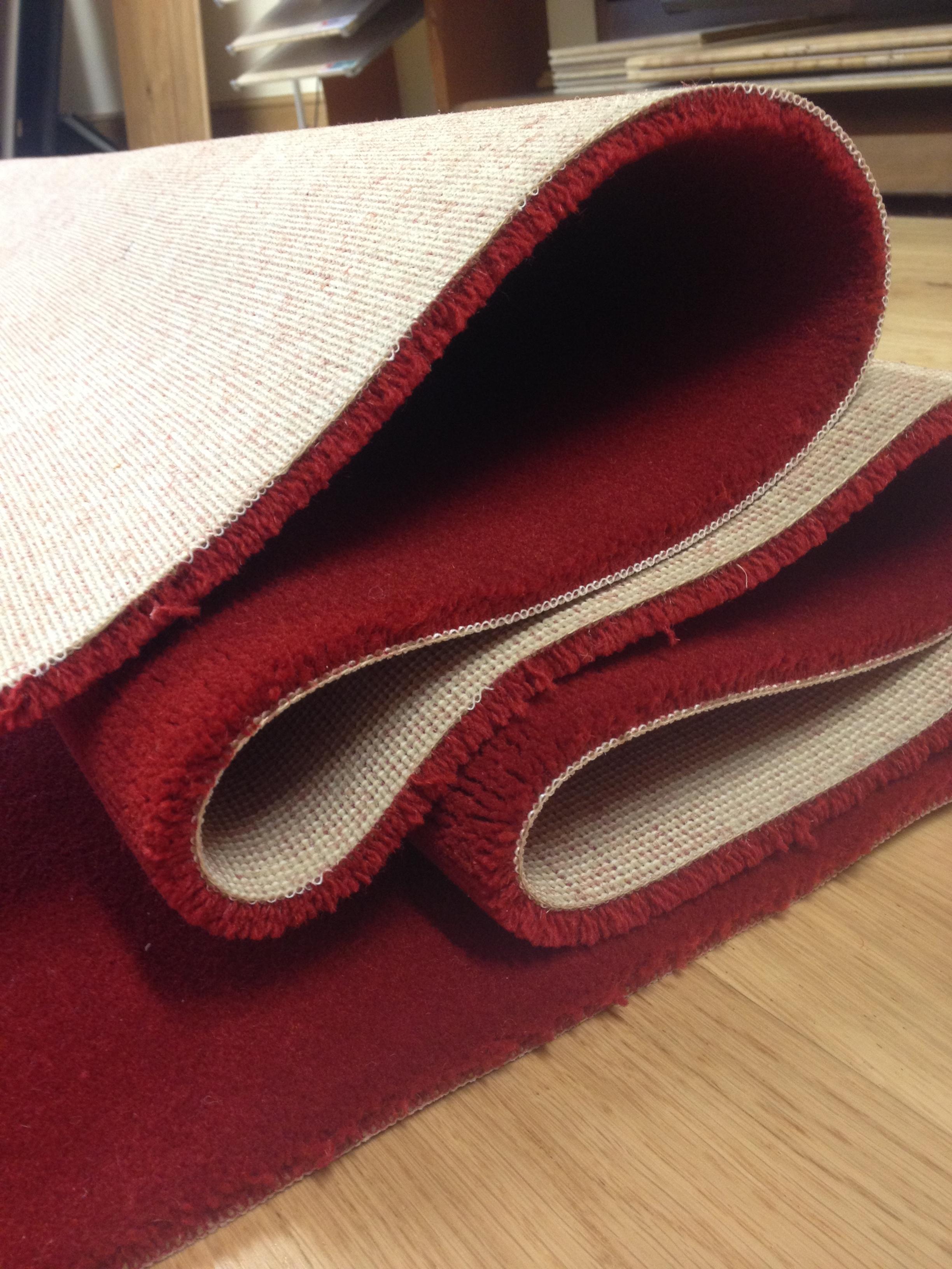 So ar con una alfombra doblada for Que significa alfombra