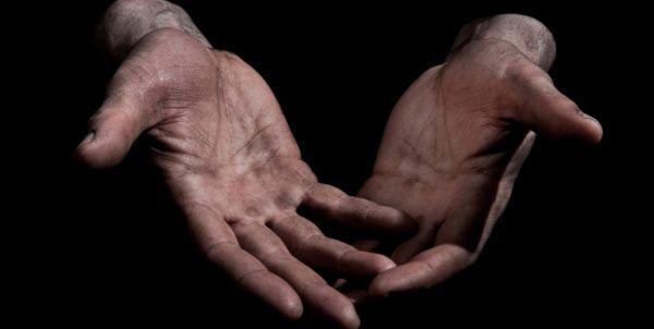 unas-manos-en-tus-sueños-manos-manchadas