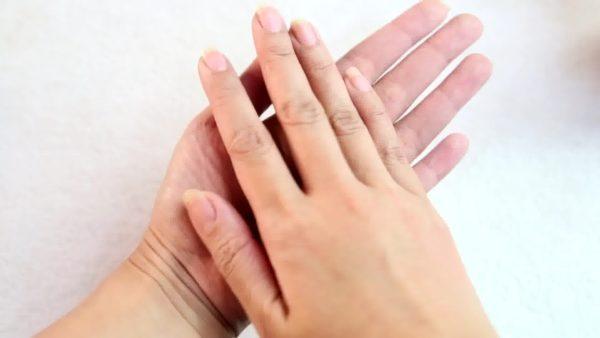 unas-manos-en-tus-sueños-miramos-las-manos