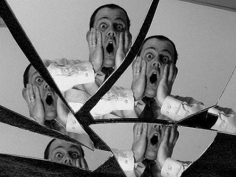 Romper espejo supersticiones - Romper un espejo ...