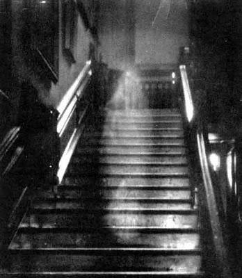 las-fotos-de-fantasmas-mas-famosas-e-impresionantes-de-la-historia-la-dama-marron