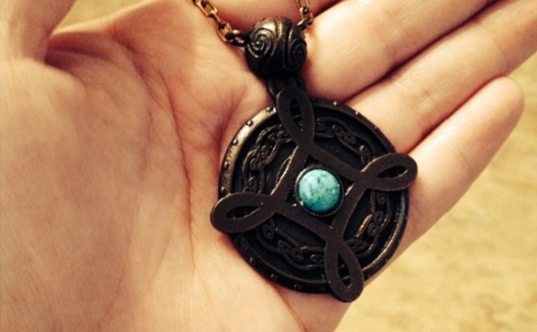 soñar-que-recibes-un-amuleto