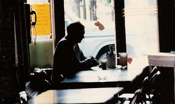 Soñar que estamos solos en un bar