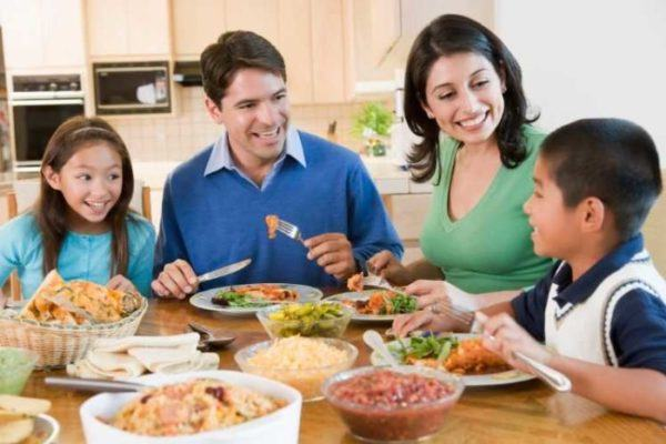 sonar-con-comida-o-que-estas-comiendo-soñar-que-compartimos-la-comida