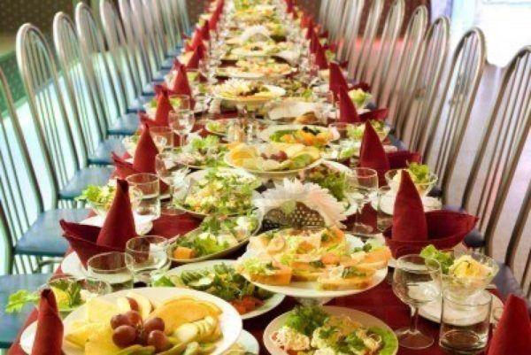 sonar-con-comida-o-que-estas-comiendo-soñar-un-gran-banquete