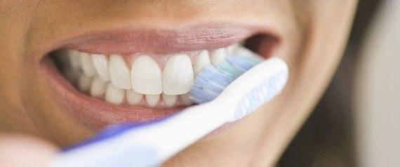 sonar-con-lavarnos-los-dientes