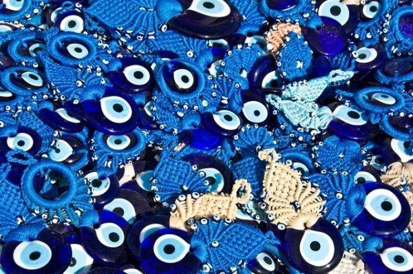 50579c8aefc2 Y es que el ojo turco no es un amuleto que se utilice para atraer la  suerte