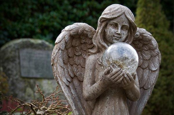 la-angeologia-tipos-de-angeles-estatuas-cementerio