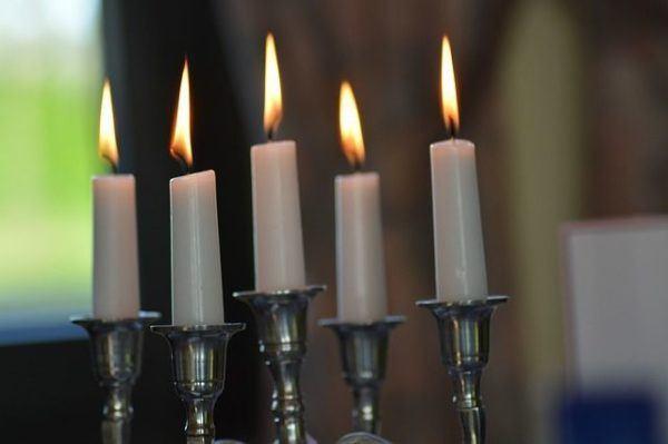 los-significados-del-color-de-las-velas-blanca-posavelas