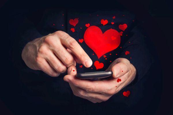 frases-para-enamorar-corazones-cajita-istock