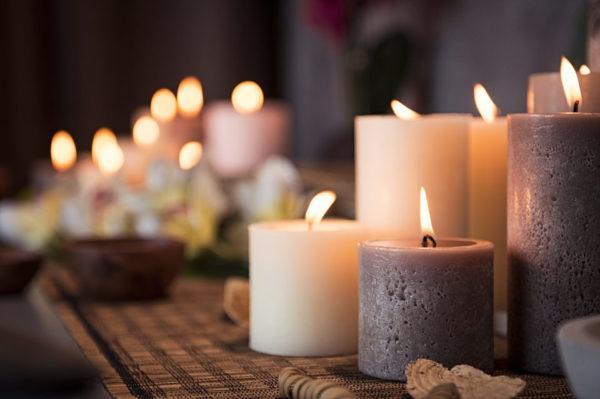 El significado de soñar con velas (según el color)